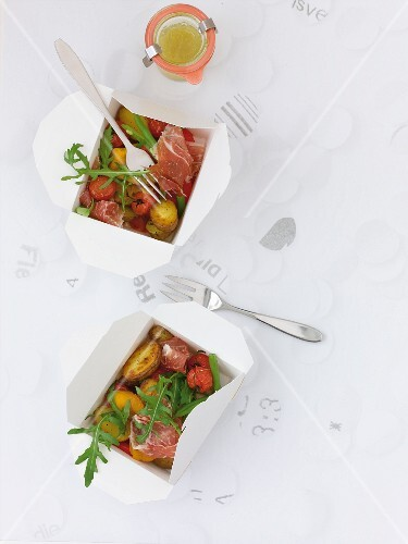 Potato and pepper salad with ham and rocket (seen from above)