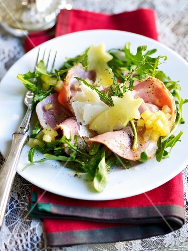 Duck breast carpaccio with rocket and apple vinaigrette