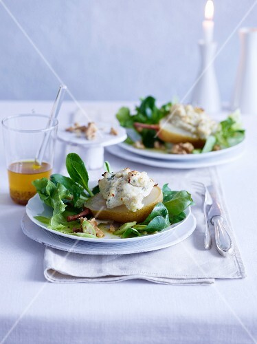 Gratinated pears on a mixed leaf salad