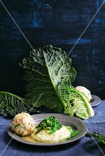 Savoy cabbage cream with bacon dumplings