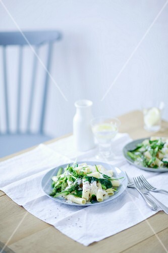 Rigatoni with an asparagus and spinach medley