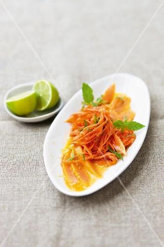 Spicy carrot salad with papaya