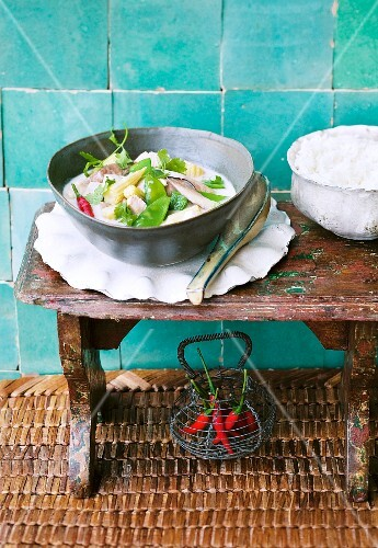 Tom Khaa Gai (coconut soup with vegetables and chicken, Thailand)
