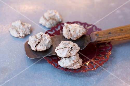 Wasp nests (macaroons with chocolate)