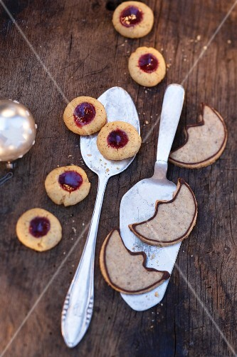 Husarenkrapfen (shortbread jam biscuits) and walnut moons with chocolate