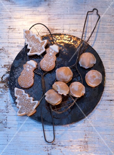 Gingerbread: peppernuts and honey-gingerbread