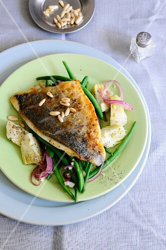 Sea bream fillet with artichokes, green beans and pine nuts