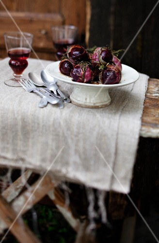 Baked beetroot with herbs and bacon