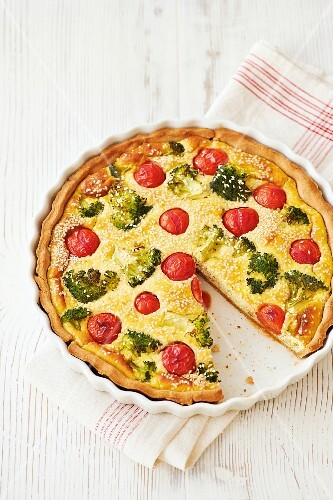 Vegetable flan with broccoli, cherry tomatoes and sesame seeds