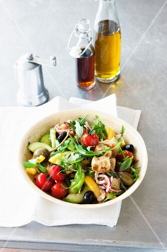 Bread salad with tomatoes, cucumber, peppers and caper fruits (Italy)
