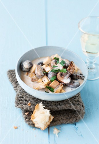 Tofu ragout with mushrooms