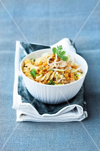 Pasta salad with red lentils