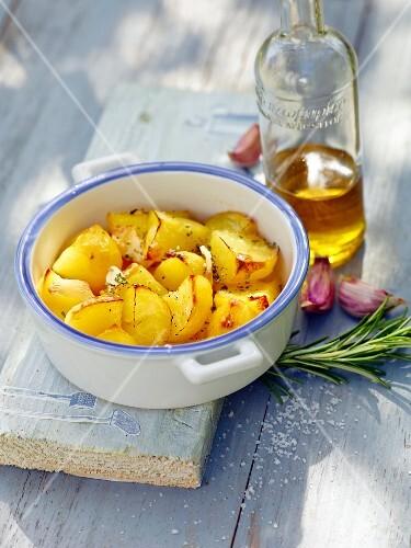 Rosemary potatoes with garlic