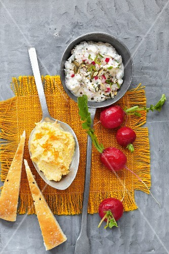 Horseradish quark and cream cheese with curry