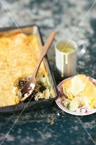 Quark strudel with raisins and a marzipan-vanilla sauce