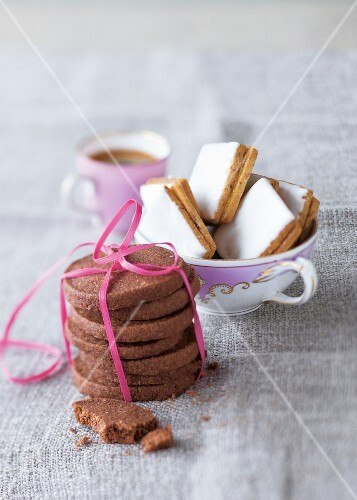 Nut biscuits and quick chocolate biscuits