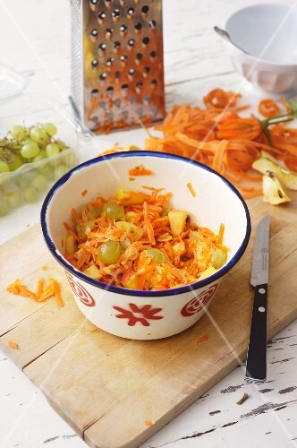 Carrot salad with grapes and apples