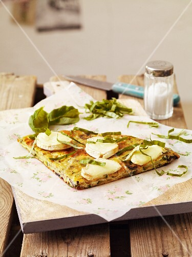 Courgette frittata with goat's cheese and basil