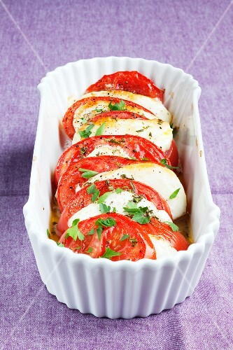 Grilled tomatoes with halloumi cheese