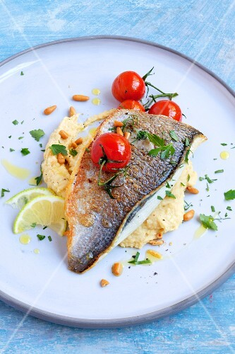 Gilthead with chickpea purée and cherry tomatoes