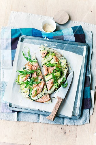 Courgette and salmon pizza with capers