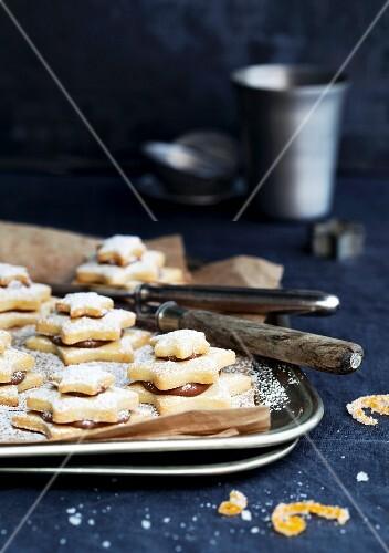 Fine star-shaped nougat biscuit stacks