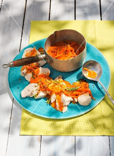 Pollo albicocca with carrots and apricots chutney