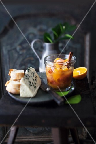 Orange chutney with shallots with bread and cheese