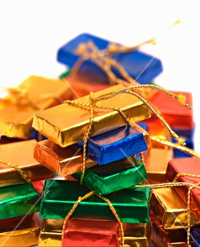 Mini chocolate bars tied with gold string