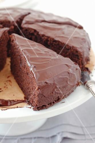 Chocolate cake with glaze (close-up)