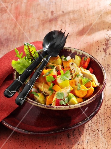 Spicy chicken salad with apples