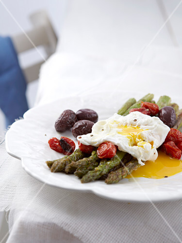 Oven-grilled vegetables with poached egg