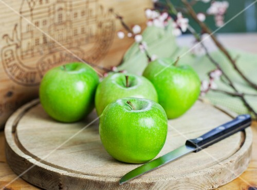 Four Granny Smith apples