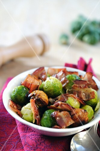 Brussels sprouts with chestnuts and fried bacon