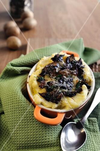 Mashed potatoes with dried porcini mushrooms, fontina and Parmesan