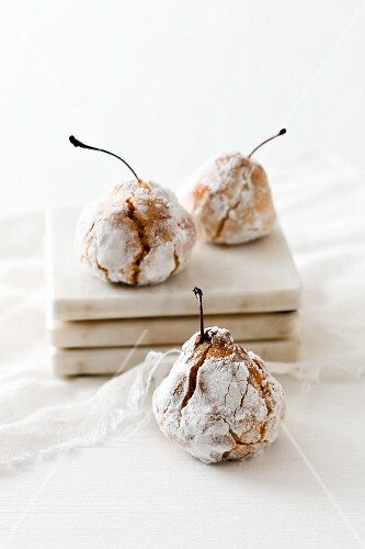 Dolce di mandorle (baked marzipan cherries, Italy)