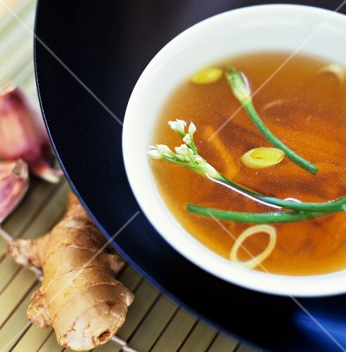 Chicken broth with ginger and chives (China)