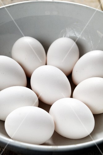 A bowl of white eggs