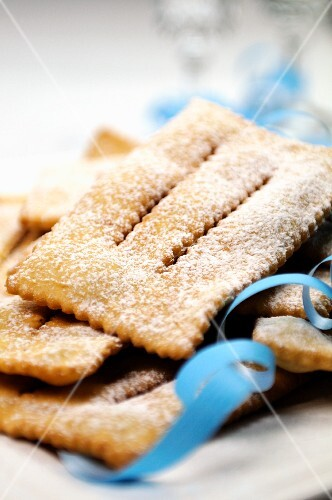 Chiacchiere (fried Italian carnival biscuits)
