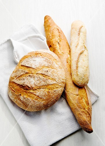 Boule, Ficelle und Baguette (French white bread)