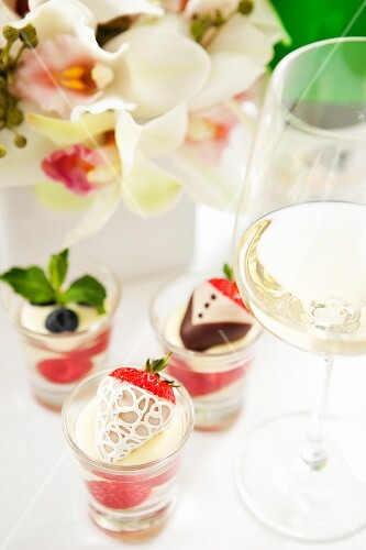 Champagne jelly with chocolate strawberries