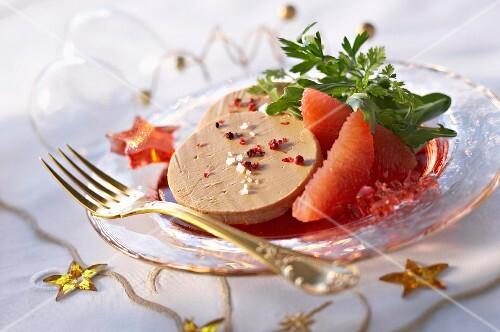 Goose liver with grapefruit for Christmas dinner