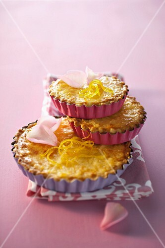 Rose tarts with almond milk and lemon zest
