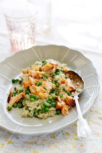Pea risotto with salmon
