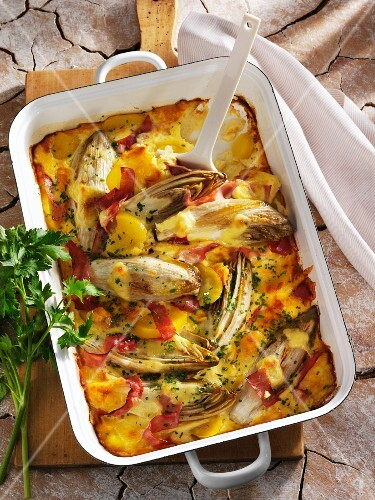 Gratinated chicory with potatoes and ham