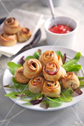 Savoury buns with bacon and ketchup