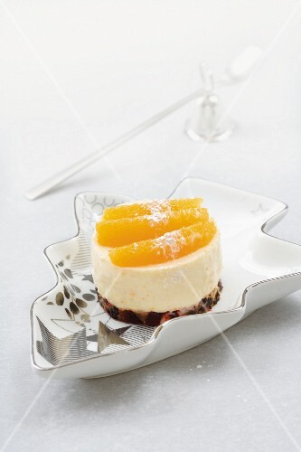 Christmas cake cheesecake with fruit