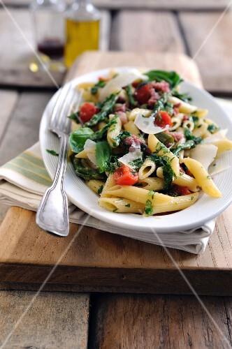 Pasta con la salsiccia (pasta with sausage, asparagus and tomatoes)