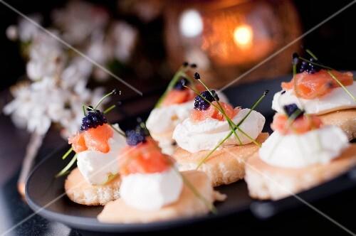 Mini blinis with cream cheese, smoked salmon and lumpfish caviar