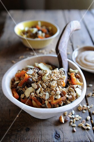 Nutty muesli with dried fruit
